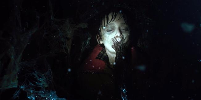 Atrapado en el Upside Down, Will Byers es progresivamente tomado por una repugnante cosa que penetra su cuerpo. Otro niño siendo destruido por el sistema MK.